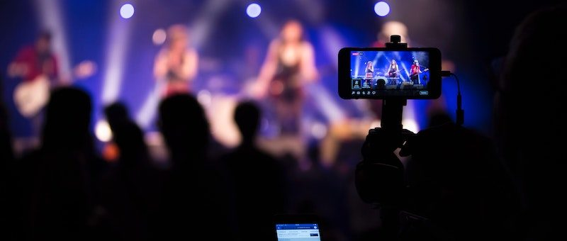Live Streaming by AIOC
